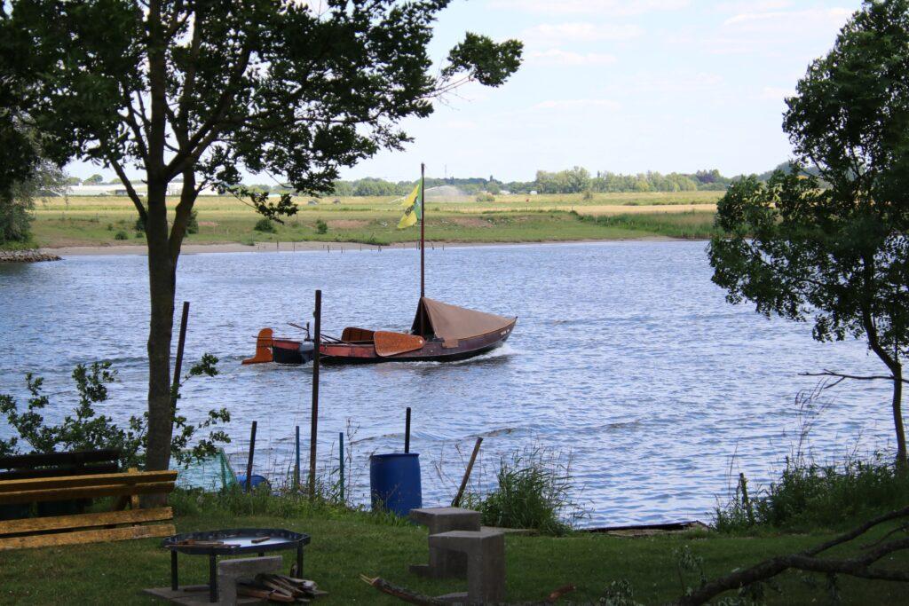 Uitzicht op de Maas bij Minicamping Bokhoven